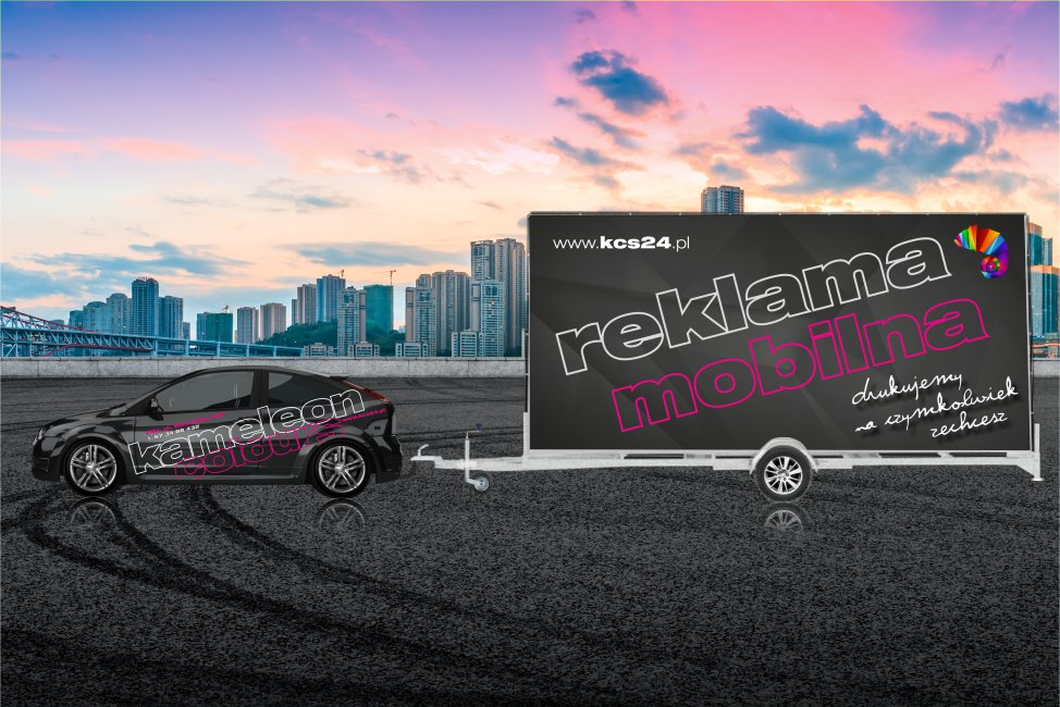 Wielkoformatowa reklama mobilna Kameleon Colours - samochód z lawetą reklamową i nagłośnieniem promujący usługi.