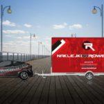 Reklama mobilna naklejkinarowery.pl - samochód z nagłośnieniem oraz laweta, na której umieszczono obustronny banner reklamowy. Całość wyrusza w trasę po mieście.
